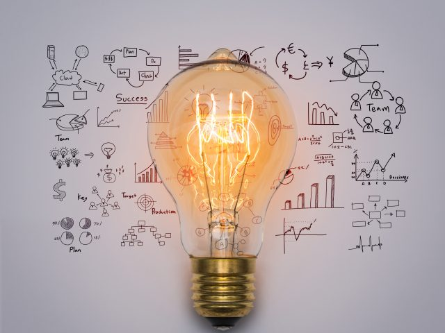 https://www.humansoul.com.mx/wp-content/uploads/2021/07/light-bulb-with-drawing-graph-640x480.jpg